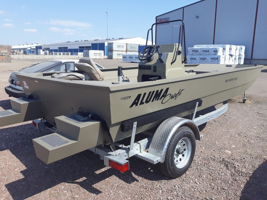 Alumacraft Tracker bass boat