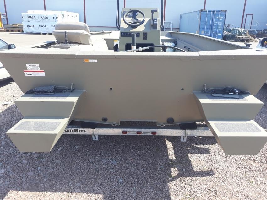 Alumacraft Tracker bass boat