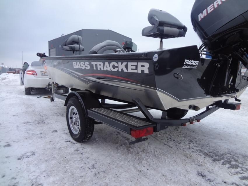 Лодка из Америки Tracker выгрузка