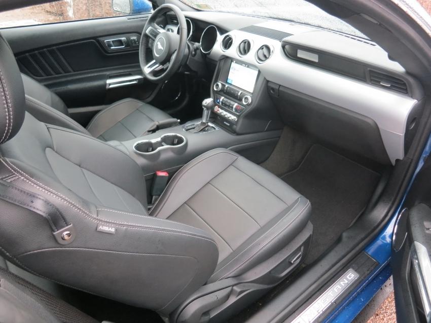 Ford Mustang 2017 синий