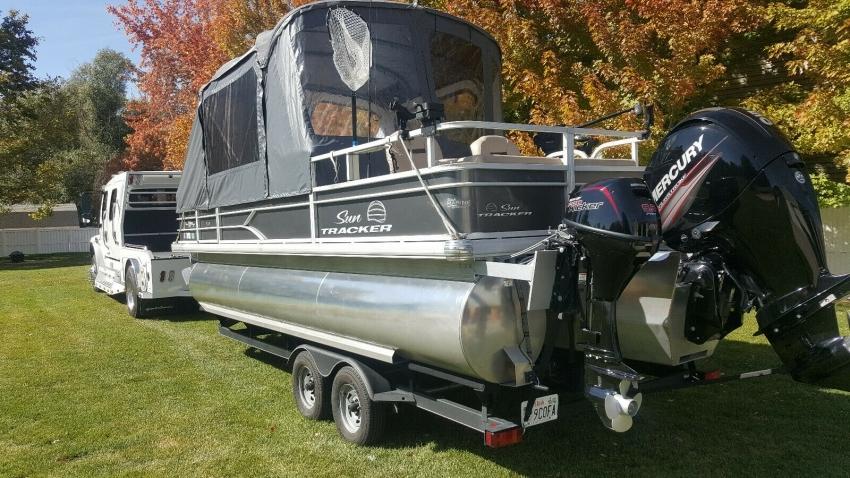 Рыболовный Понтон Tracker 22 DLX 2017