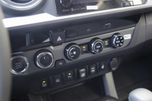 TOYOTA TACOMA OFF-ROAD 2019 - авто из США
