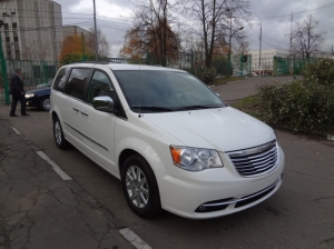 Купить Chrysler town & Country 2013