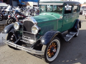 Ретро автомобиль Willys Knight