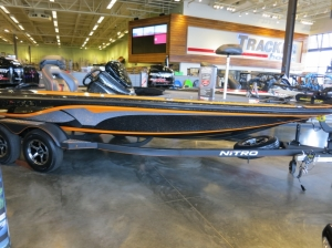 Boat Nitro Z19 - автомобили из Америки