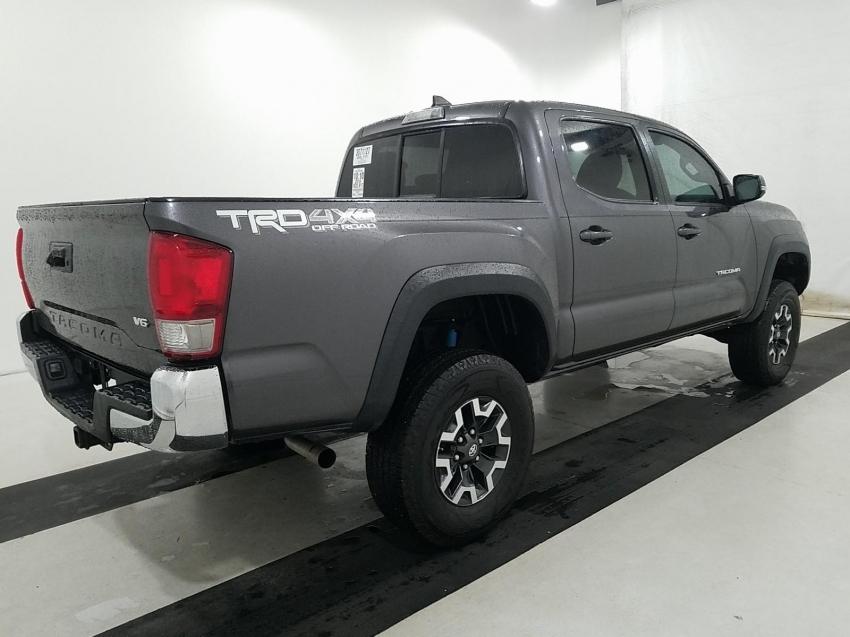Погрузка Тойота Такома  в порту Нью-Йорка Октябрь 2019